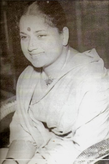 Actress Pandharibai