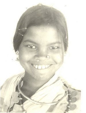 Halbi girl, necklace of coins