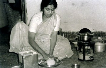 Jyotsna Making Chapati Dough, Jaipur, 1966