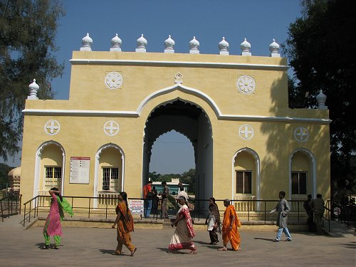 Entrance of Daria Daulat Bagh